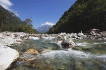 Europe, Suisse, vue rivière Verzasca — Photo de stock