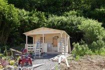 Europa, Deutschland, Rheinland-Pfalz, Bau von Gartenhaus — Stockfoto