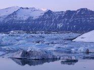 Исландия, вид Ёкюльсаурлоун ледниковое озеро возле Национальный парк Ватнайёкюдль — стоковое фото