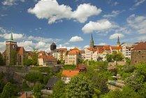 Alemania, Sajonia, Lausitz, Iglesia de San Miguel, Torre del Agua y Catedral de San Petri - foto de stock