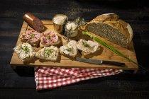 Хрусткі хліб, Хрустке жир, печінка ковбаса, фарш і свинина ковбаса — стокове фото