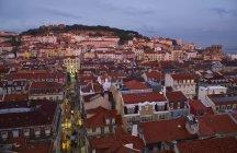 Portugal, Lisboa, paisaje urbano por la noche - foto de stock
