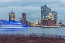 Deutschland, Hamburg, Blick über die Elbphilharmonie — Stockfoto