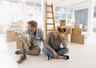 Couple moving into new home having a break — Stock Photo