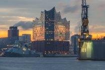 Germania, Amburgo, Hafencity, Elbe Philharmonic Hall all'alba — Foto stock