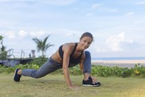 Indonesien, bali, woman stretching — Stockfoto