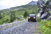 France, Rhone-Alpes, Savoie, Landrover on gravel road — Stock Photo
