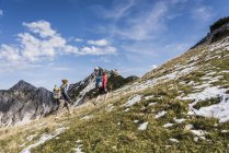 Austria, Tyrol, young couple hiking in the mountains — Stock Photo