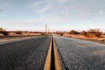 USA, California, Joshua Tree, empty road — Stock Photo