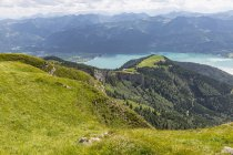 Austria, Salzkammergut, View from Mountain Schafberg to Lake Wolfgangsee — стоковое фото