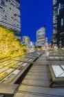 Giappone, Nagoya, stazione ferroviaria e grattacieli di notte — Foto stock