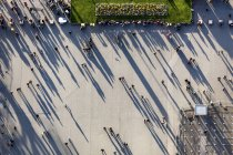 France, Ile-de-France, Paris, top view of people next to the Eiffel tower — Stock Photo