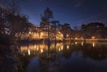 Spanien, madrid, Kristallpalast bei Nacht im el retiro park — Stockfoto