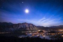 Autriche, Salzkammergut, Steeg et Bad Goisern la nuit — Photo de stock