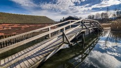Germany, Bavaria, Seehausen am Staffelsee, boat houses and wooden bridge — Stock Photo