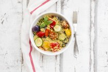 Couscous with grilled vegetables, aubergine, zucchini, paprika, tomato, red onion, rosemary and basil — стоковое фото