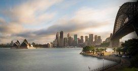 Australia, New South Wales, Sydney, Skyline with Sydney Opera House and Sydney Harbour Bridge — Stock Photo