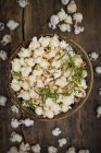 Homemade popcorn with rosemary and parmesan — Foto stock
