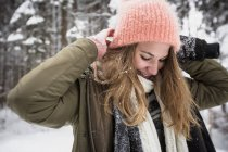 Smiling young woman outdoors in winter — Stock Photo
