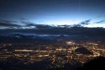 Autriche, Salzbourg, paysage urbain la nuit — Photo de stock