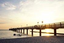 Germany, Mecklenburg-Western Pomerania, Baltic sea seaside resort Kuehlungsborn, Sea bridge in the morning — Stock Photo