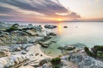 Греція, Македонія, Халкідіки, Сарті, помаранчевий пляж на заході сонця — стокове фото