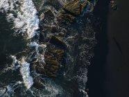 Indonesia, Bali, Oceano Indiano, Veduta aerea delle coste rocciose e delle onde — Foto stock