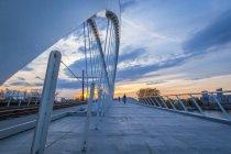 Франция, Эльзас, Страсбург, Пассерель де Де Ривна на закате — стоковое фото