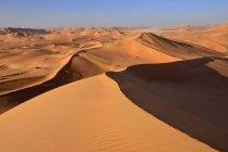 Oman, Dhofar, dunes de sable dans le désert de Rub al Khali — Photo de stock