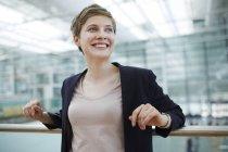 Портрет белокурой предпринимательницы — стоковое фото