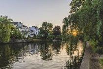 Allemagne, Hambourg, bâtiments résidentiels à l'Alster — Photo de stock