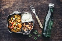 Take Away Food, tamarind vegetable stew, carrot, zucchini, bell pepper, eggplant, onion, tomato and falafel balls, rice and nuts with raisins — Photo de stock