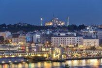 Türkei, Istanbul, Eminonu am Abend — Stockfoto