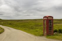 UK, Scotland, Isle of Skye, red old telephone booth at roadside — Stock Photo