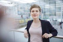 Ritratto di donna d'affari bionda — Foto stock