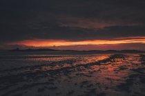 France, Bretagne, Landeda, Dunes de Sainte-Marguerite, paysage marin avec plage au crépuscule — Photo de stock