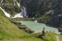 Австрия, Каринтия, Национальный парк Высокий Тауэрн, Часовня Святого Сердца на водохранилище Маргаритца — стоковое фото