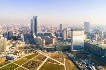 Италия, Ломбардия, Милан, вид с воздуха на деловой район — стоковое фото