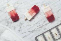 Gelados de morango e iogurte caseiros — Fotografia de Stock