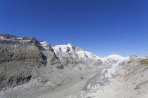 Austria, Carinthia, Grossglockner peak, Pasterze glacier and Johannisberg, view from Kaiser-Franz-Josefs-Hoehe, Hohe Tauern National Park — Stock Photo