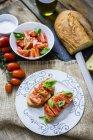 Bruschette con pomodoro e basilico — Foto stock