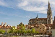 Germany, Bavaria, Regenbsurg, Old town, Regensburg Cathedral — Stock Photo