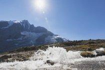 Austria, Carinthia, Gro?glockner peak and high alpine territory with stream, High Tauern National Park — Stock Photo