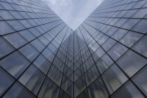 Франция, Париж, стеклянный фасад библиотеки — стоковое фото