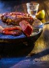 Bistecca media rara con salsa barbecue — Foto stock