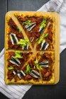Pizza Marinara garnie d'anchois et de persil — Photo de stock
