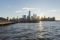 EUA, New York City, Manhattan, New-Jersey, arquitectura da cidade no por do sol — Fotografia de Stock
