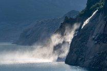 Швейцария, кантон Ури, Готэм, озеро Федербезе, водопад — стоковое фото