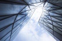 Польша, Краков, часть стеклянного фасада Конгресс-центра — стоковое фото