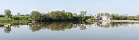Royaume-Uni, Pembrokeshire, Carew Tidal Mill à Carew River — Photo de stock